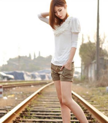 Летние короткие шорты с поясом для женщин  - 4
