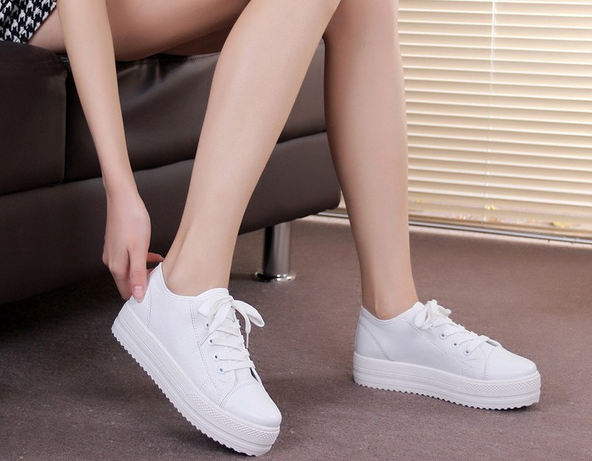 Стильные модные кроссовки для женщин