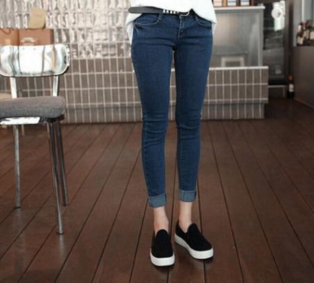Женские джинсы со сплошным цветом